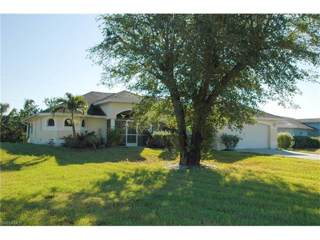 1038 Albany Ave, Lehigh Acres, FL 33971
