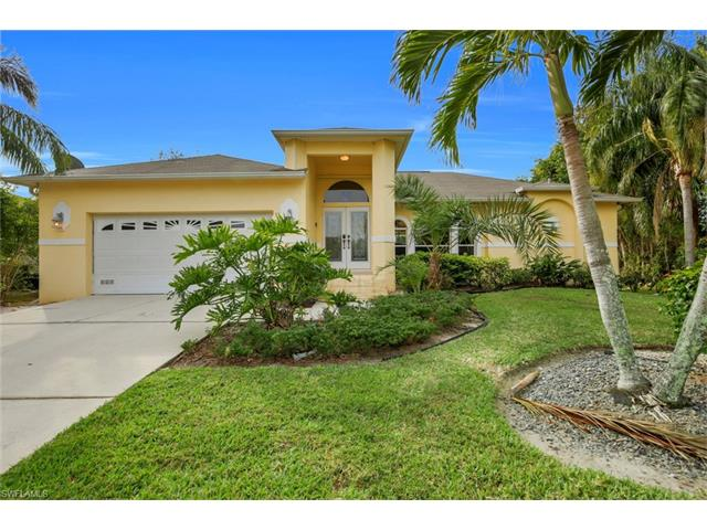 8971 Woodgate Manor Ct, Fort Myers, FL 33908