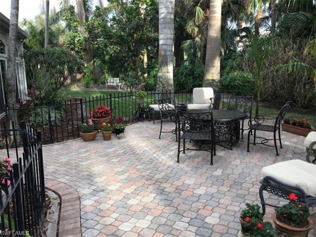 726 Bay Tree Ct, Naples, FL 34108
