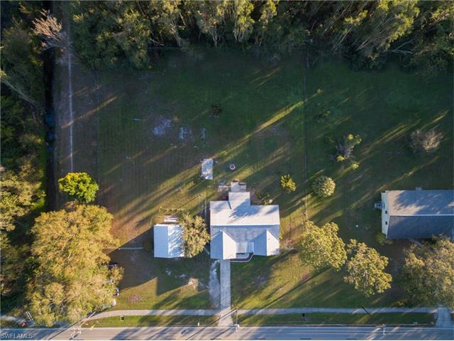 1086 Laurel Dr, North Fort Myers, FL 33917