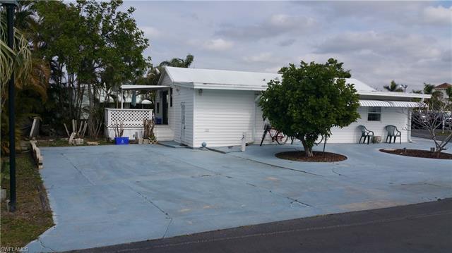 5606 Red Bird Ln, Fort Myers, FL 33908