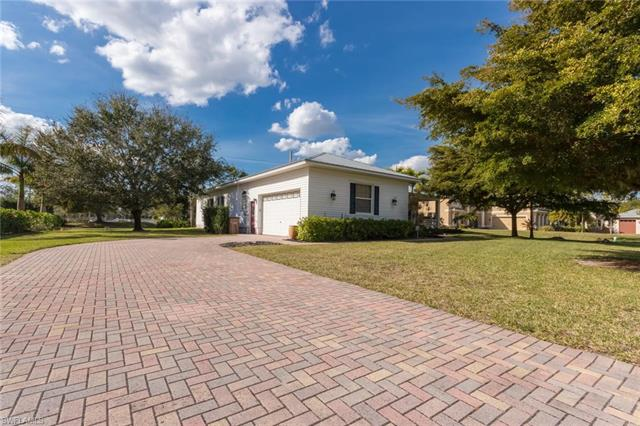 1809 Piccadilly Cir, Cape Coral, FL 33991
