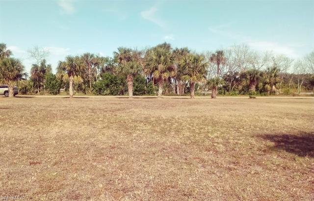 1143 E Miller Dr, Moore Haven, FL 33471