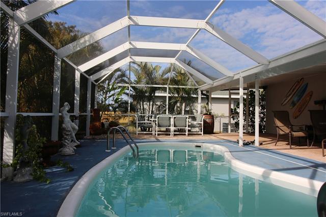 702 Sw 25th St, Cape Coral, FL 33914