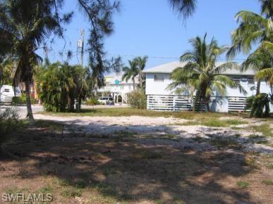 305 Lazy Way, Fort Myers Beach, FL 33931