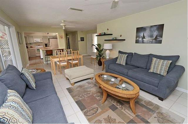 8742 Crest Ln, Fort Myers, FL 33907