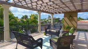 1066 N Waterway Dr, Fort Myers, FL 33919