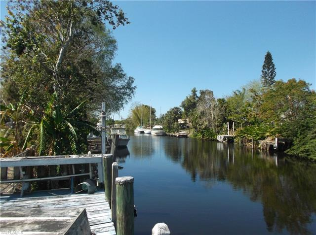 1022 W Anchor Ln, Moore Haven, FL 33471