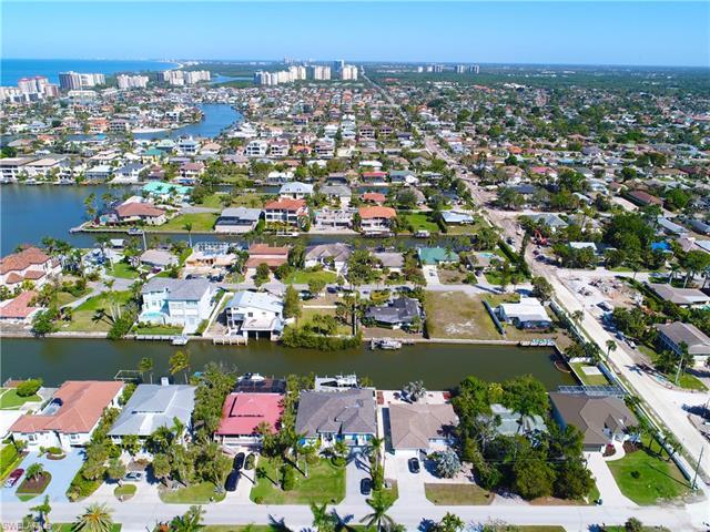 467 Oak Ave, Naples, FL 34108