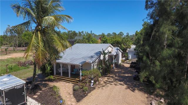 18461 Pioneer Rd, Fort Myers, FL 33908