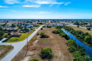 1714 Ne 13th Ave, Cape Coral, FL 33909