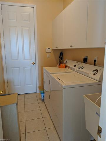 2667 Amber Lake Dr, Cape Coral, FL 33909
