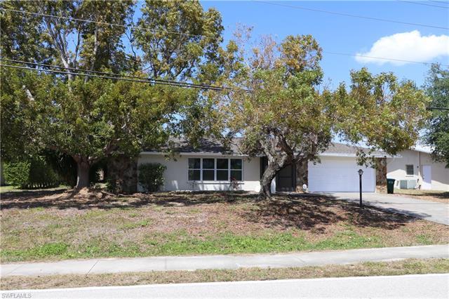 4020 Country Club Blvd, Cape Coral, FL 33904