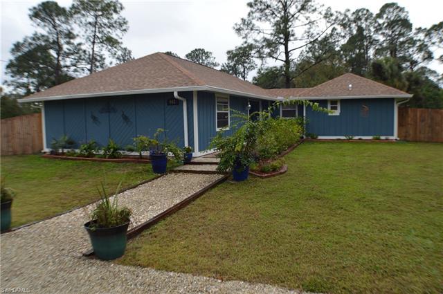 902 E 6th St, Lehigh Acres, FL 33972