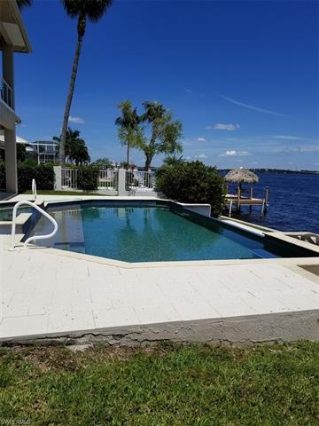 2418 Se 28th St, Cape Coral, FL 33904