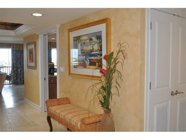 10562 Gulfshore Dr N, #501, Naples, FL 34108