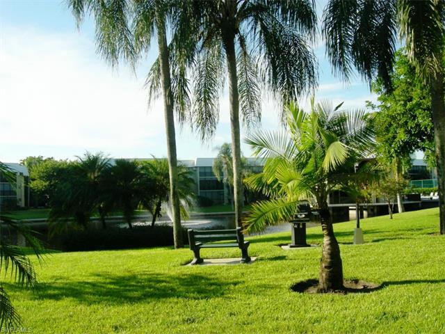 788 Park Shore Dr D20, Naples, FL 34103