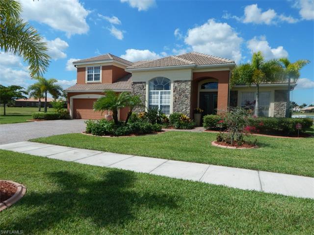2110 Grove Dr, Naples, FL 34120