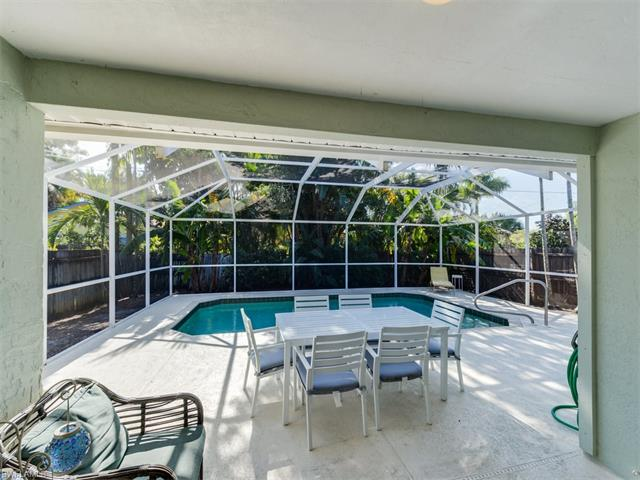 672 104th Ave N, Naples, FL 34108