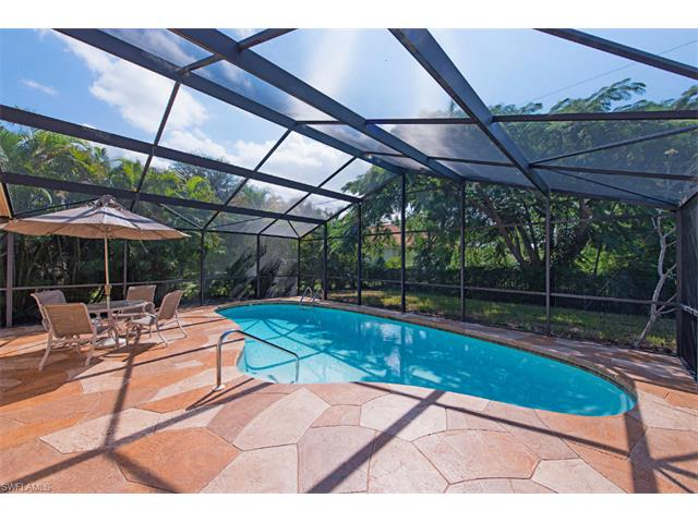 692 106th Ave, Naples, FL 34108