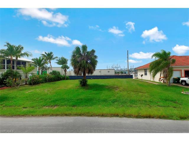 872 Rose Ct, Marco Island, FL 34145