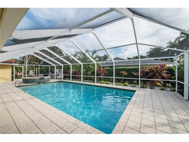 420 Harbour Dr, Naples, FL 34103