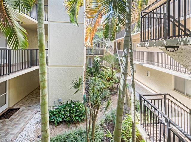 788 Park Shore Dr H15, Naples, FL 34103