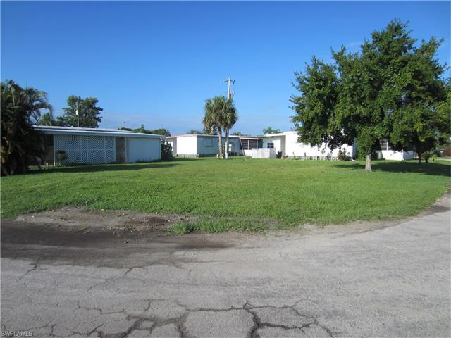5682 S Capt John Smith Loop, North Fort Myers, FL 33917