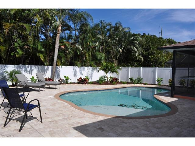 587 109th Ave N, Naples, FL 34108