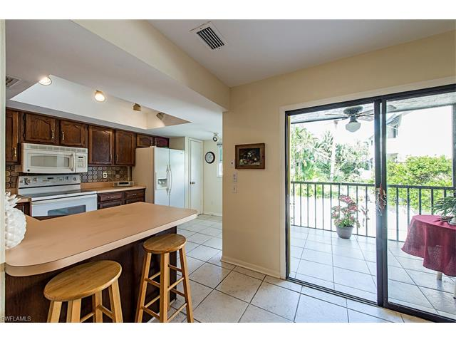 995 9th Ave S 4, Naples, FL 34102