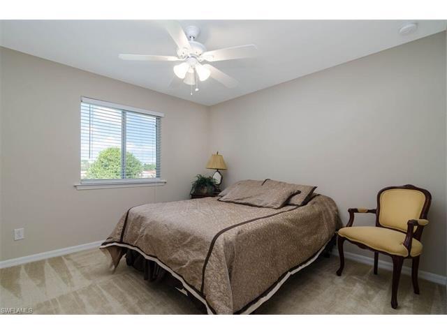 322 Saddlebrook Ln, Naples, FL 34110