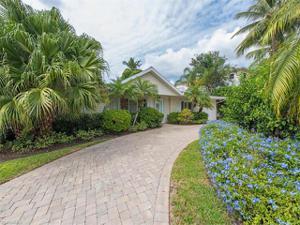 1530 Sandpiper St, Naples, FL 34102