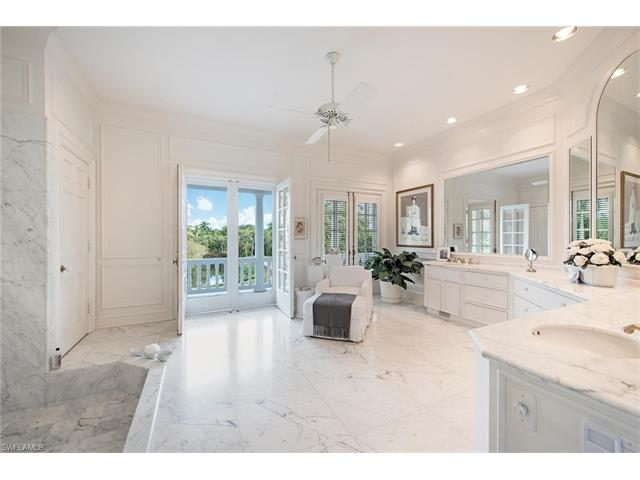 2440 Gordon Dr, Naples, FL 34102