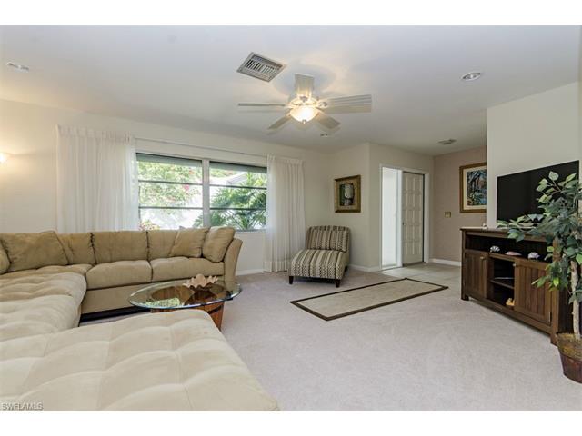 128 Heron Ave, Naples, FL 34108