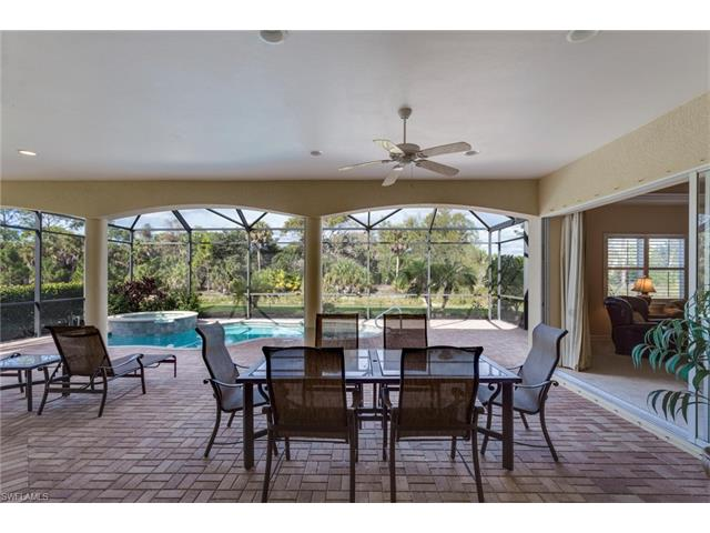 447 Saddlebrook Ln, Naples, FL 34110