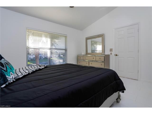 5080 Cedar Springs Dr 202, Naples, FL 34110