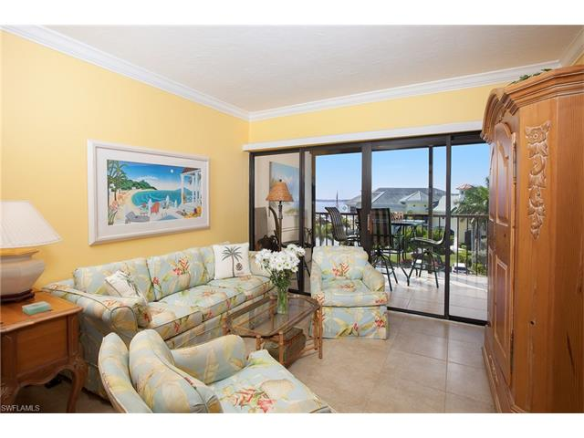 807 River Point Dr D-302, Naples, FL 34102