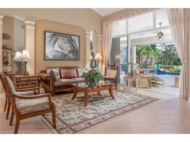 975 Barcarmil Way, Naples, FL 34110