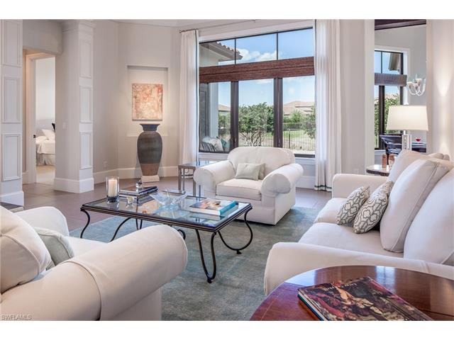 2211 Residence Cir, Naples, FL 34105