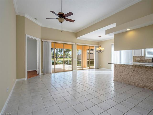 5467 Freeport Ln, Naples, FL 34119