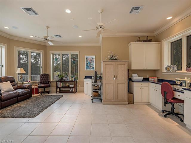 2402 Chicory Ln, Naples, FL 34105