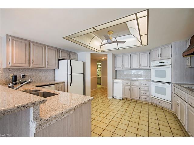 2360 Kingfish Rd, Naples, FL 34102