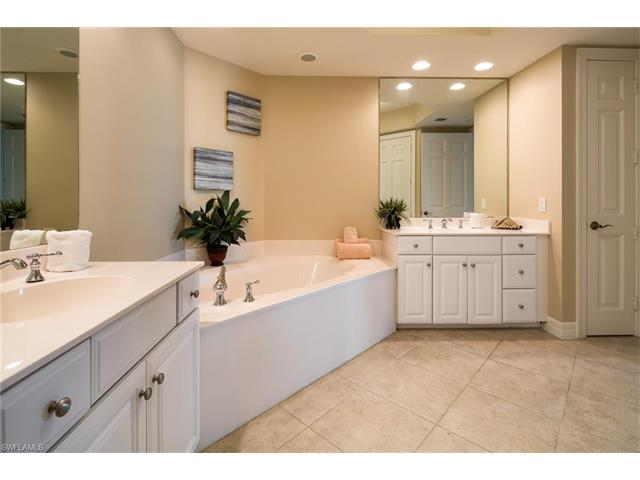 295 Grande Way 606, Naples, FL 34110