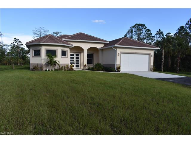 672 8th St Ne, Naples, FL 34120