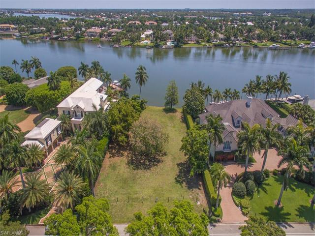635 Kings Town Dr, Naples, FL 34102