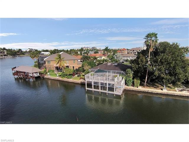 242 Tradewinds Ave, Naples, FL 34108