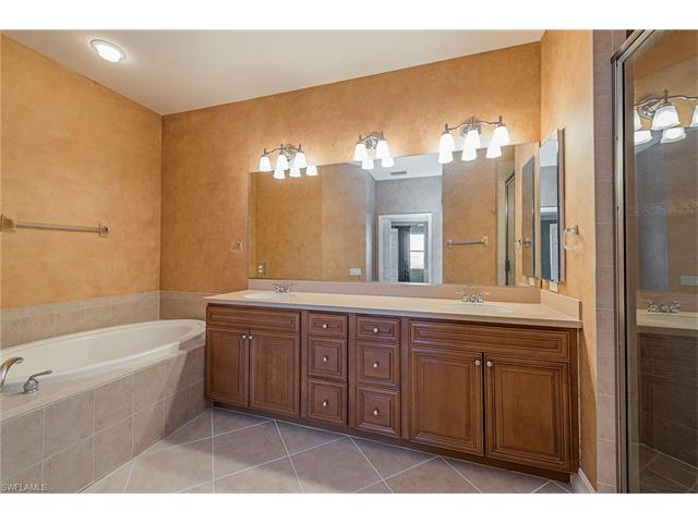 10522 Smokehouse Bay Dr 201, Naples, FL 34120