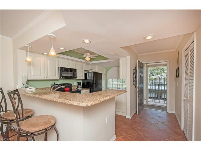 265 Deerwood Cir 15-7, Naples, FL 34113