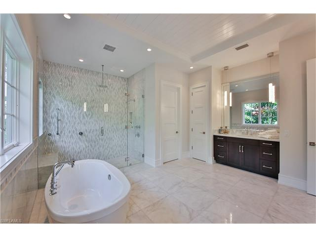 2338 Beacon Ln, Naples, FL 34103
