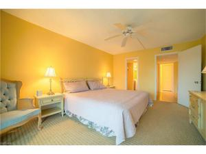 1 Bluebill Ave 201, Naples, FL 34108